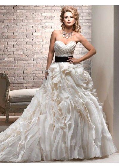 Trendy Organza Sweetheart Neckline Ball Gown Style with Ravishing Folds Ruffle Skirt Wedding Dress WM
