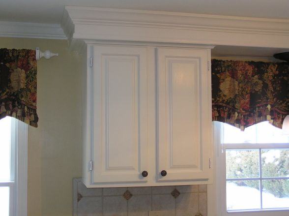 Crown molding and trim on soffit for kitchen cabinets for Oak crown molding for kitchen cabinets