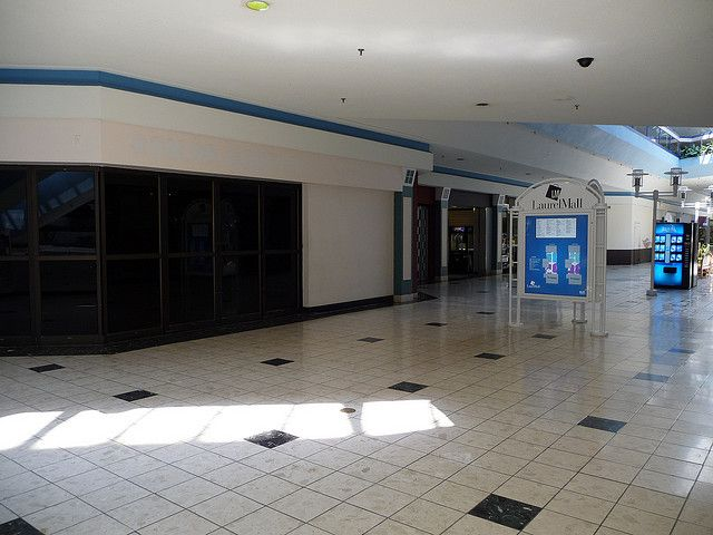 Laurel Mall, 2009. By this time, it was already largely vacant.