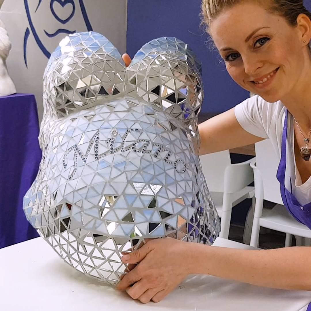 Photo of Artist makes blinged-out belly casts for pregnant people