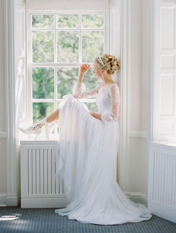 Timeless Romantic Wedding Dress Victoria Simple Sheath Wedding Dress Wedding Dresses Canada Wedding Dress Necklines [ 1360 x 1024 Pixel ]