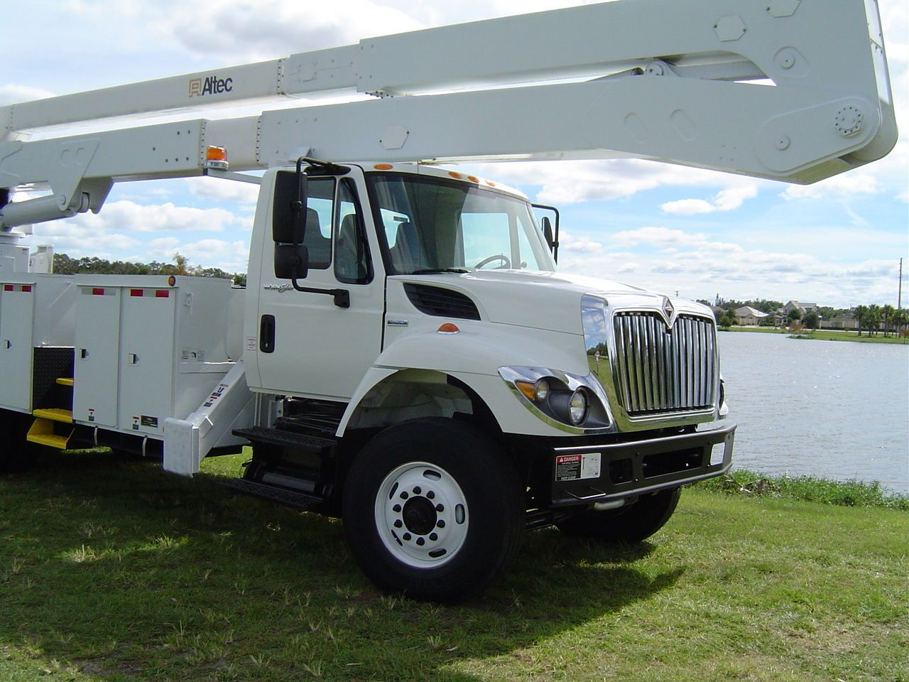 Pin By Ford On 2015 International Cxt In 2020 Bucket Truck Trucks Trucks For Sale