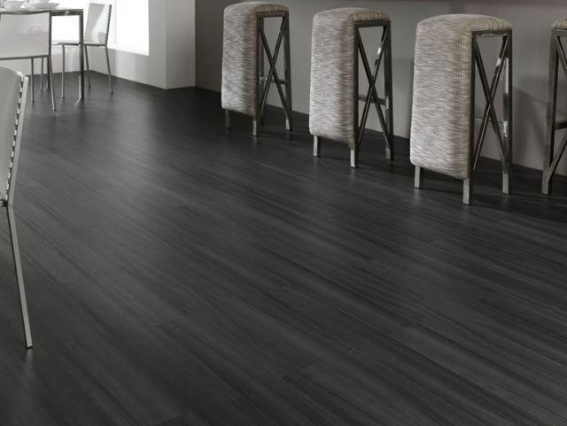 laminat fussboden grau schwarz barhocker küche LEGNOPAN | Wohnzimmer ...