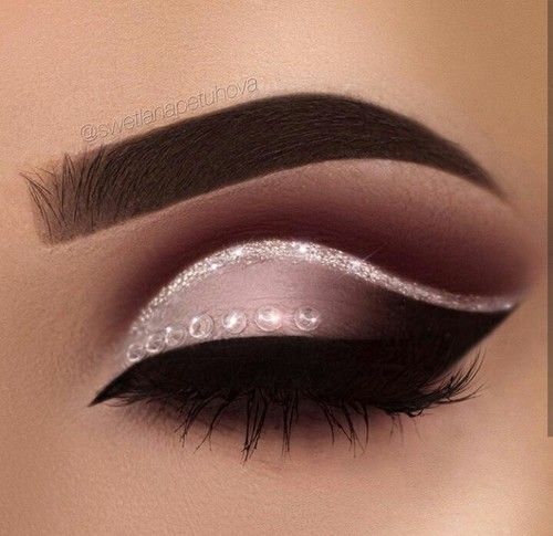 A perfect play on a classic cutcrease , the sparkles being a beautiful attraction to the eyes / follow my Pinterest at saraiexquisite
