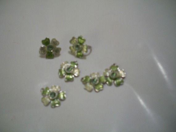 Breloques fleurs vertes