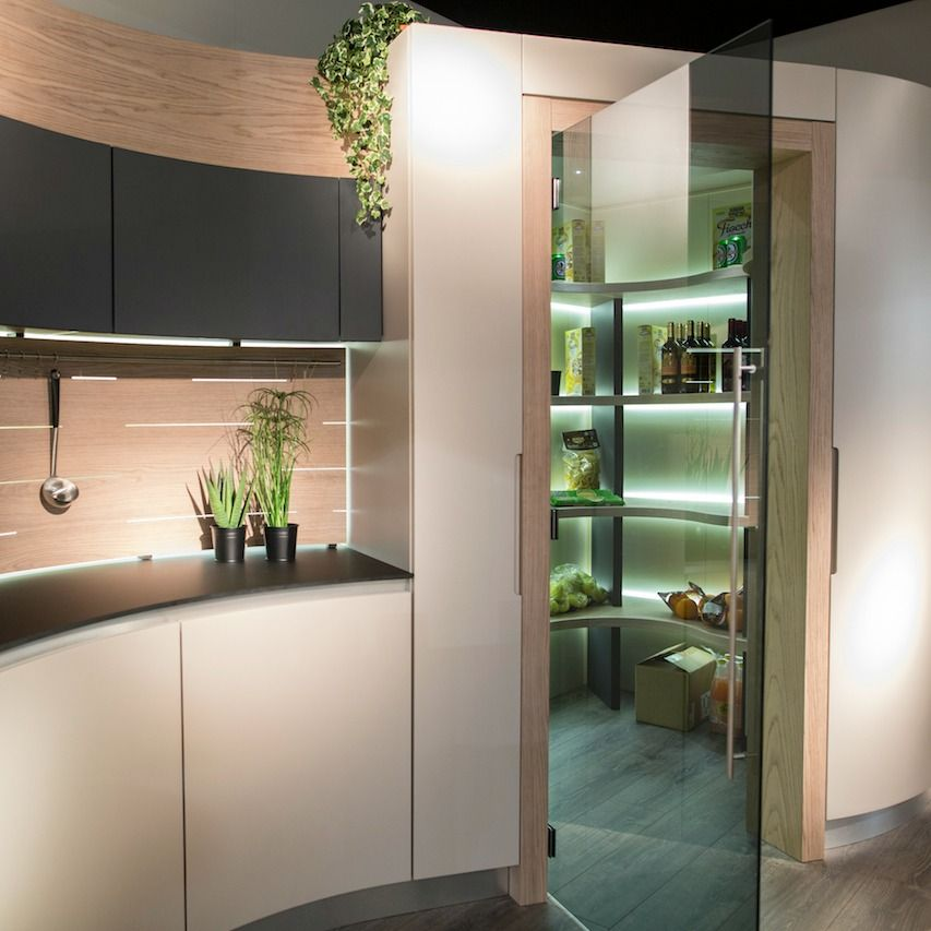 Cucina #moderna curva con angolo #dispensa. Come sfruttare ...