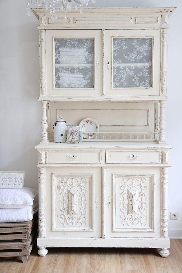 cremefarbenes Küchenbuffet // cream-colored kitchen cabinet via ...