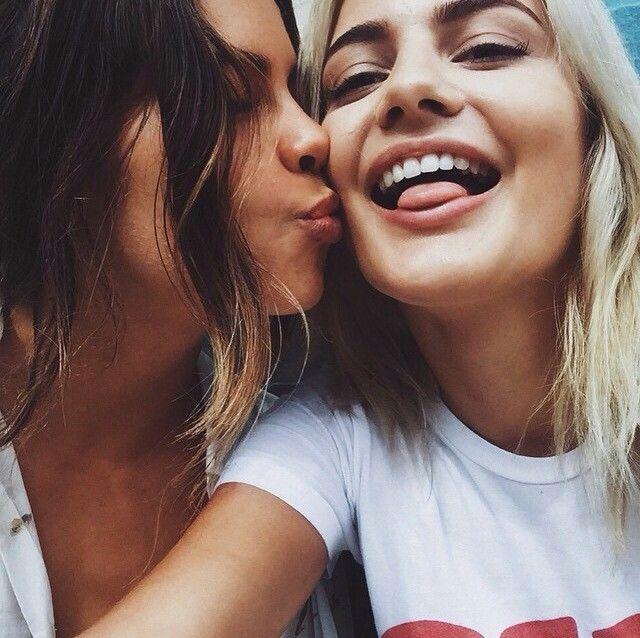 Najlepšie lesbické obrázky miluje obrovské čierne kohúty