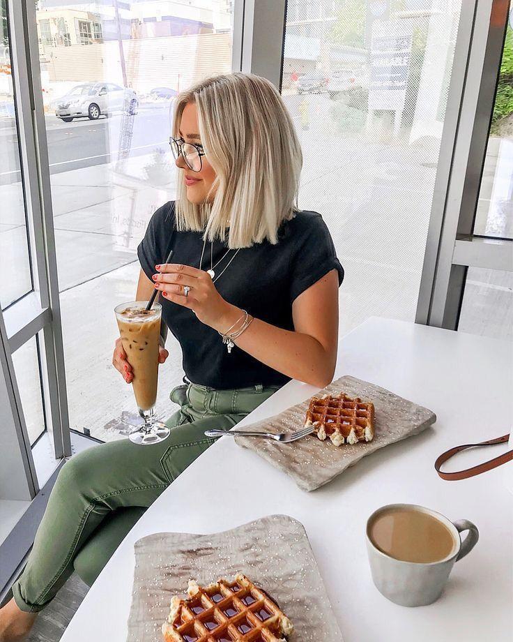 Blondes Mädchen Haare von kurzen bis mittellanges Haar. – Lisa Firle