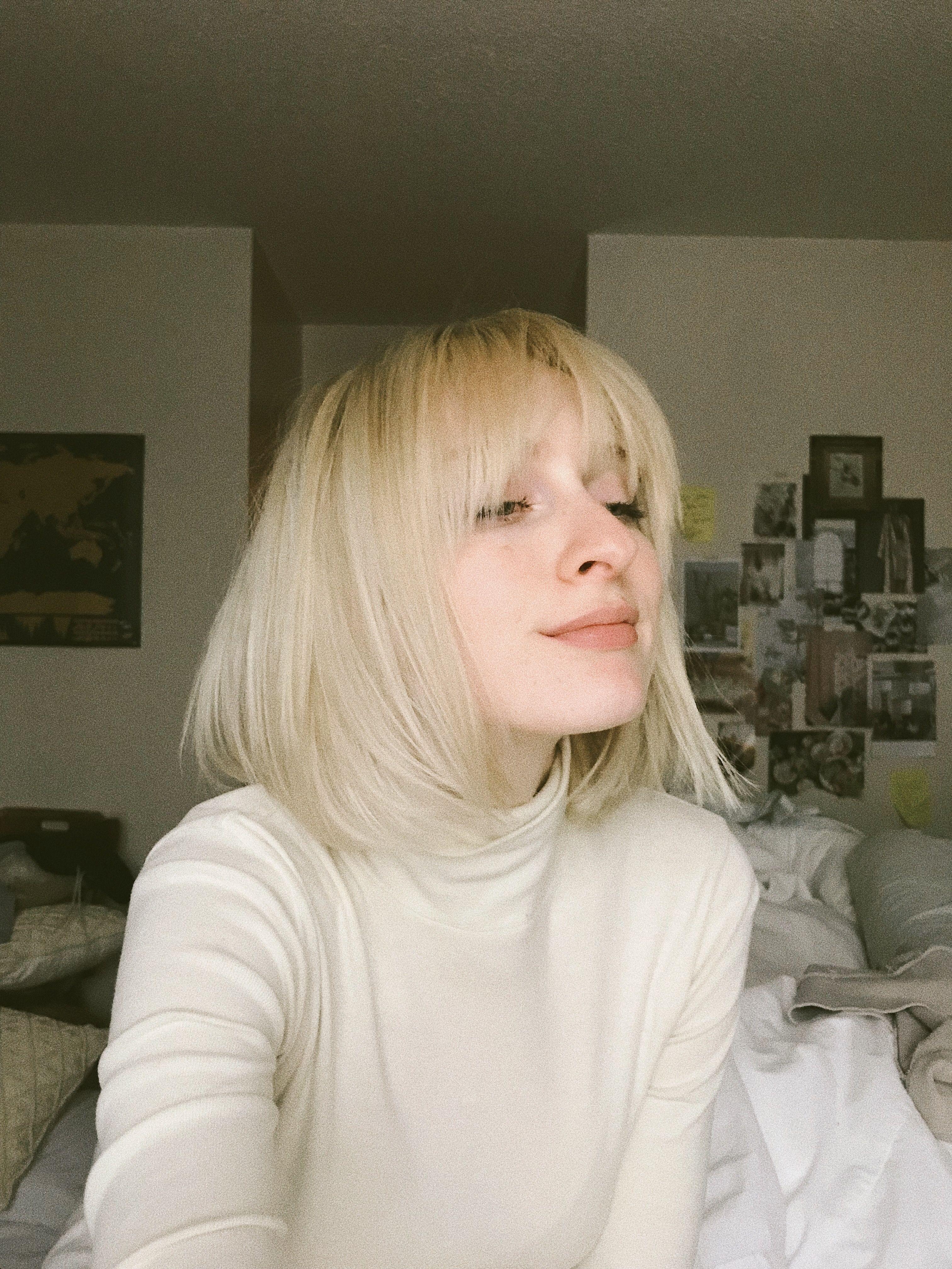 short blonde hair. 70s bangs. | body & beauty in 2019