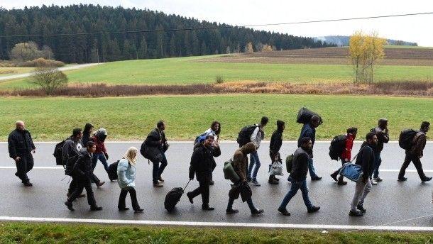 Solange die Bundesregierung Flüchtlinge an der Grenze nicht zurückweist, setzt sie deutsche Gesetze aus. Denn auch mit Blick auf…