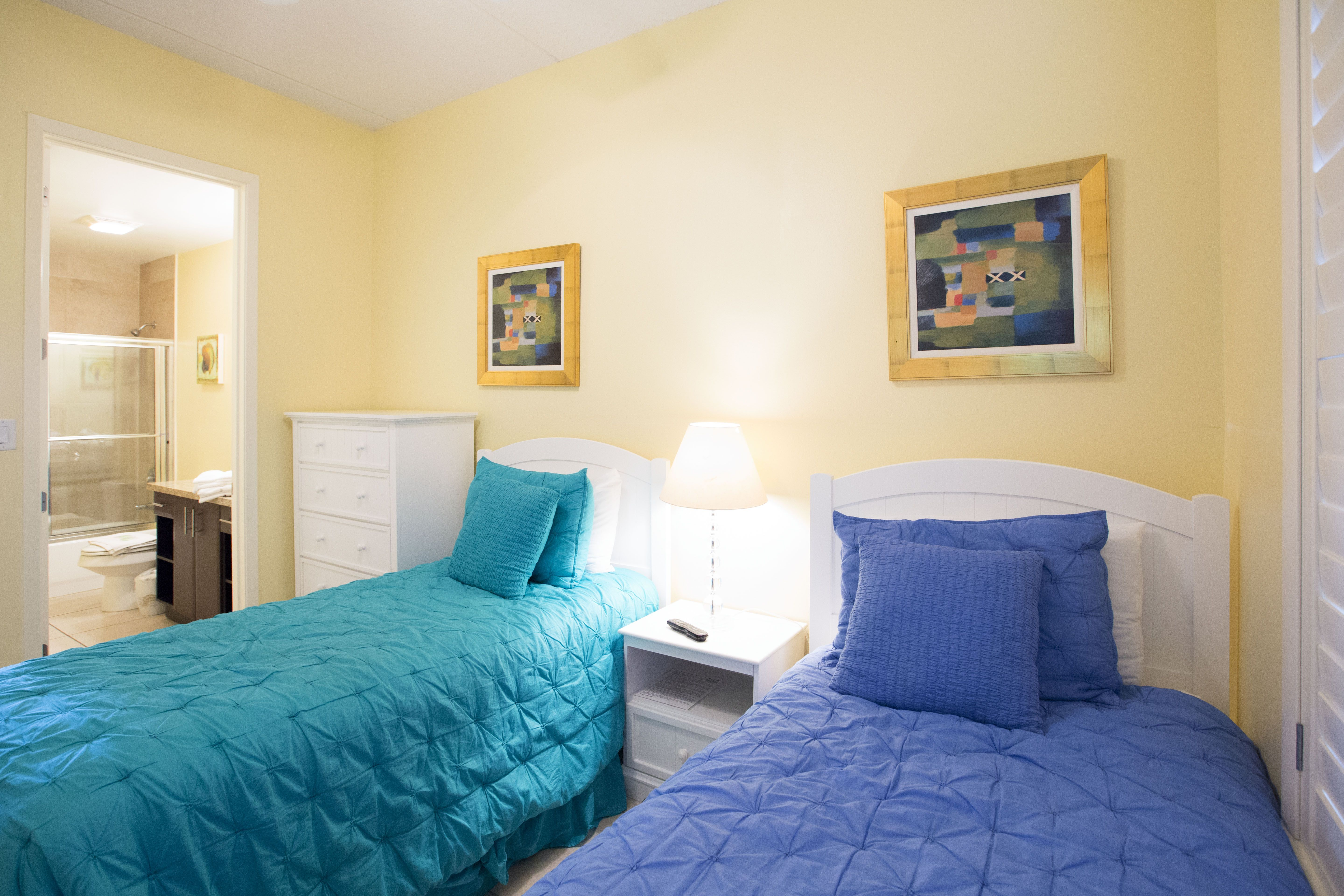 Guest bedroom with two twin beds guest bedroom two