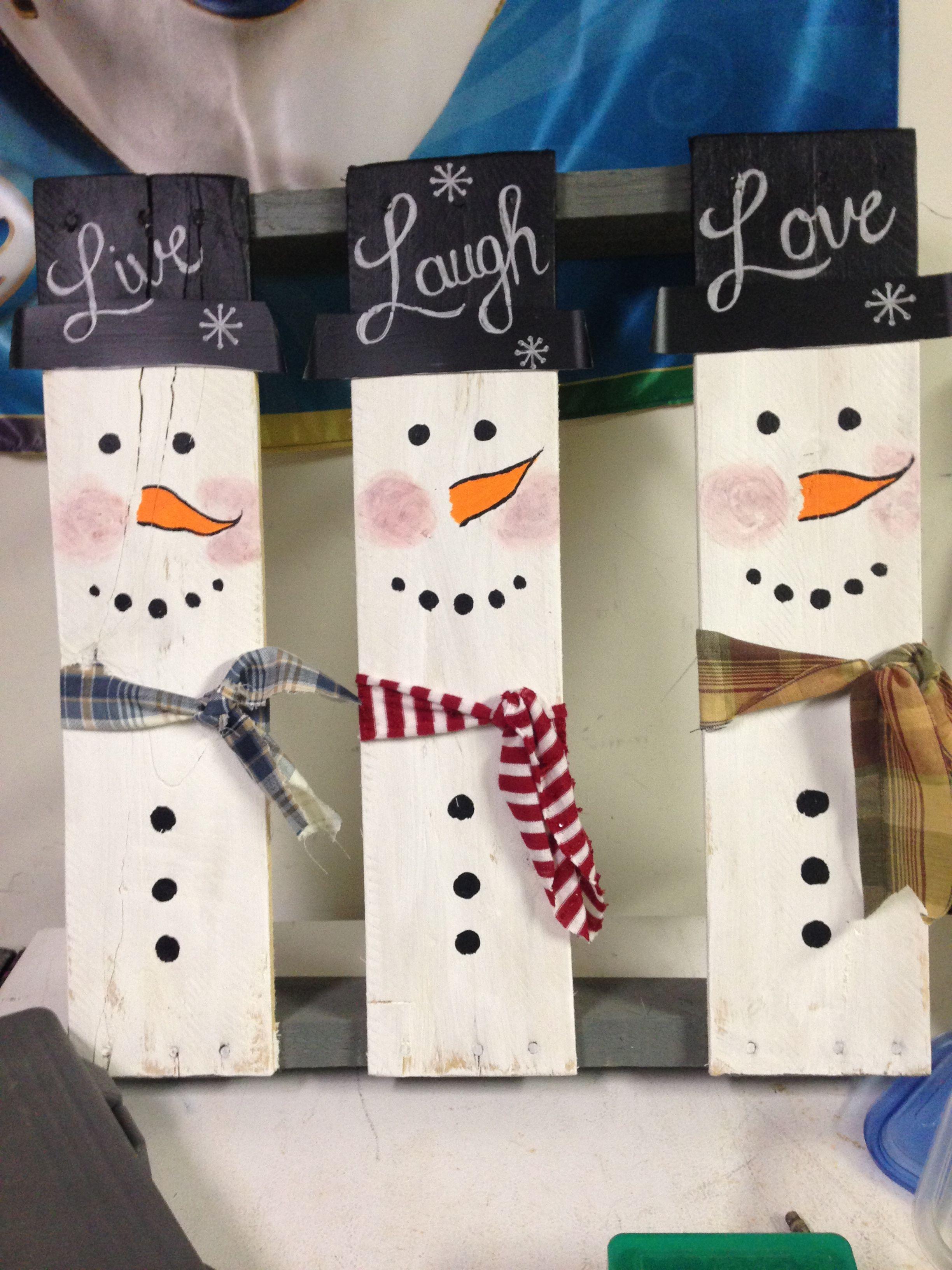 Diy Wooden pallet snowmen family Pallet snowman, Wooden