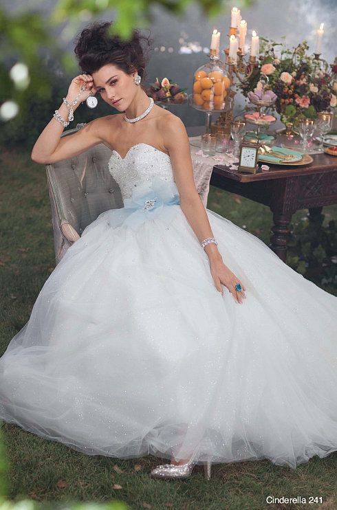 43d9ff3e9d80 The Alfred Angelo Cinderella dress ( 1