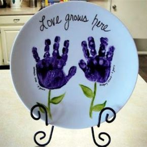 Diy gifts for mom from kids parent christmas gifts footprint diy gifts for mom 38 easy diy gifts kids can make for mom solutioingenieria Image collections