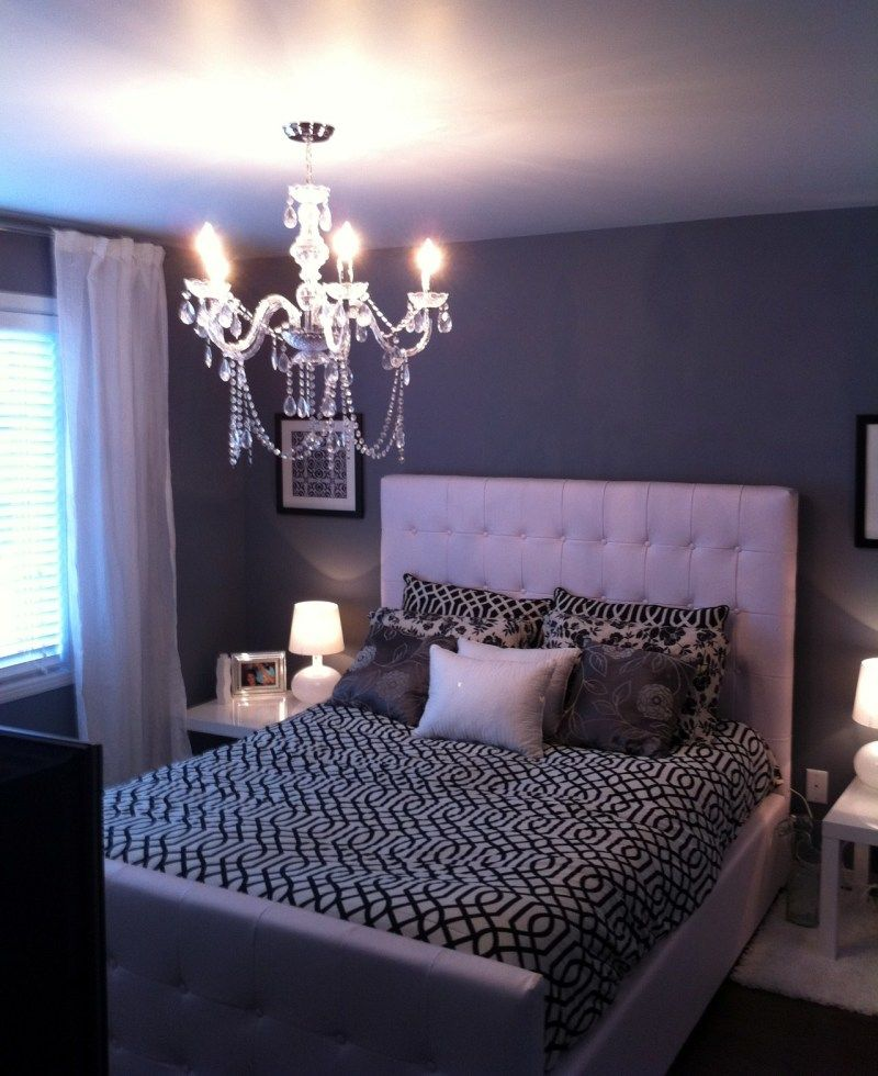 Pretty Accent Wall Colors with Small Crystal
