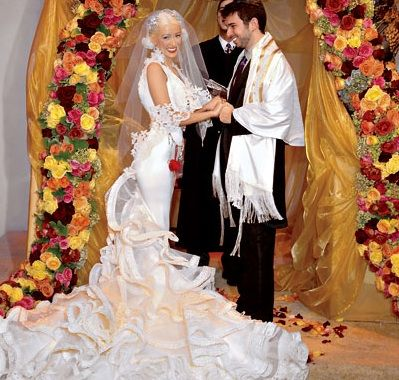 Although pop-star Christina Aguilera and music executive Jordan Bratman chose the Staglin Family Vineyard--an organic winery--for the setting of their 2005 ceremony, the rest of the wedding was nothing short of extravagant: from the invitations that arrived in two-foot-long boxes filled with flowers to the winter wonderland-themed reception in a tent lit by a chandelier made of 2,500 crystals, the bride and groom went all out for their 120 guests. One point in their favor: Instead of gifts…