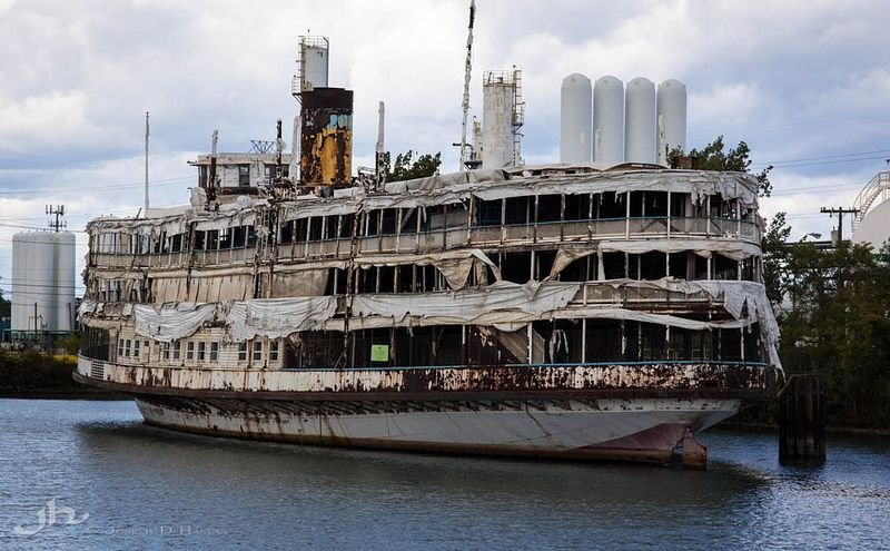 10 Abandoned Steamboats Paddle Steamers Amp Riverboats