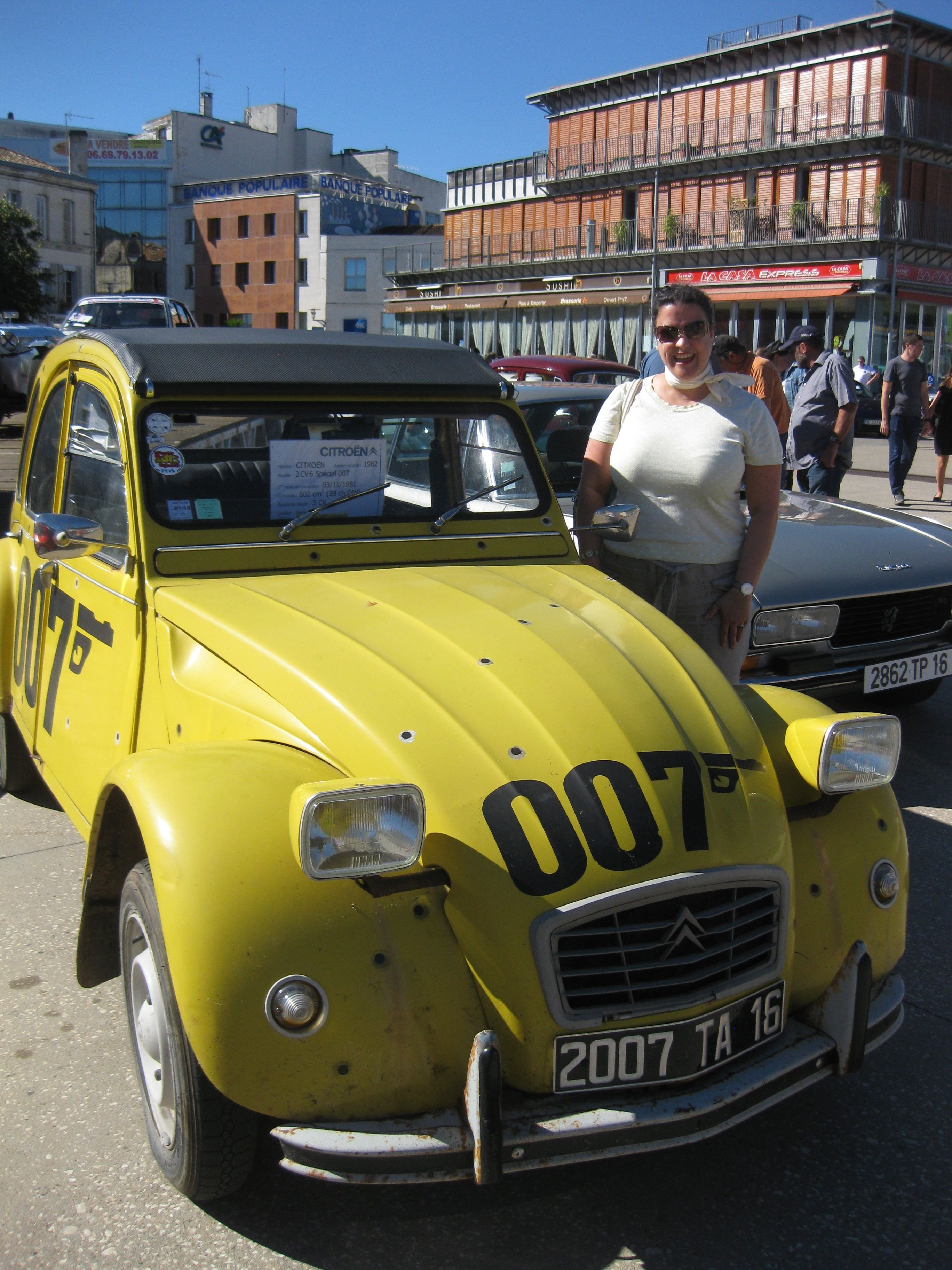 007 2cv Angouleme Circuits Des Remparts Mre Velodocteurs Favourite Car Not Only Yellow But James Bond Themed Www Velodocteu 2cv Citroen 2cv Petites Voitures