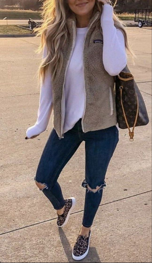17 Cute Casual Fall Outfits Ideas for Women 2019 Trends - ClassyStylee #falloutfitsformoms