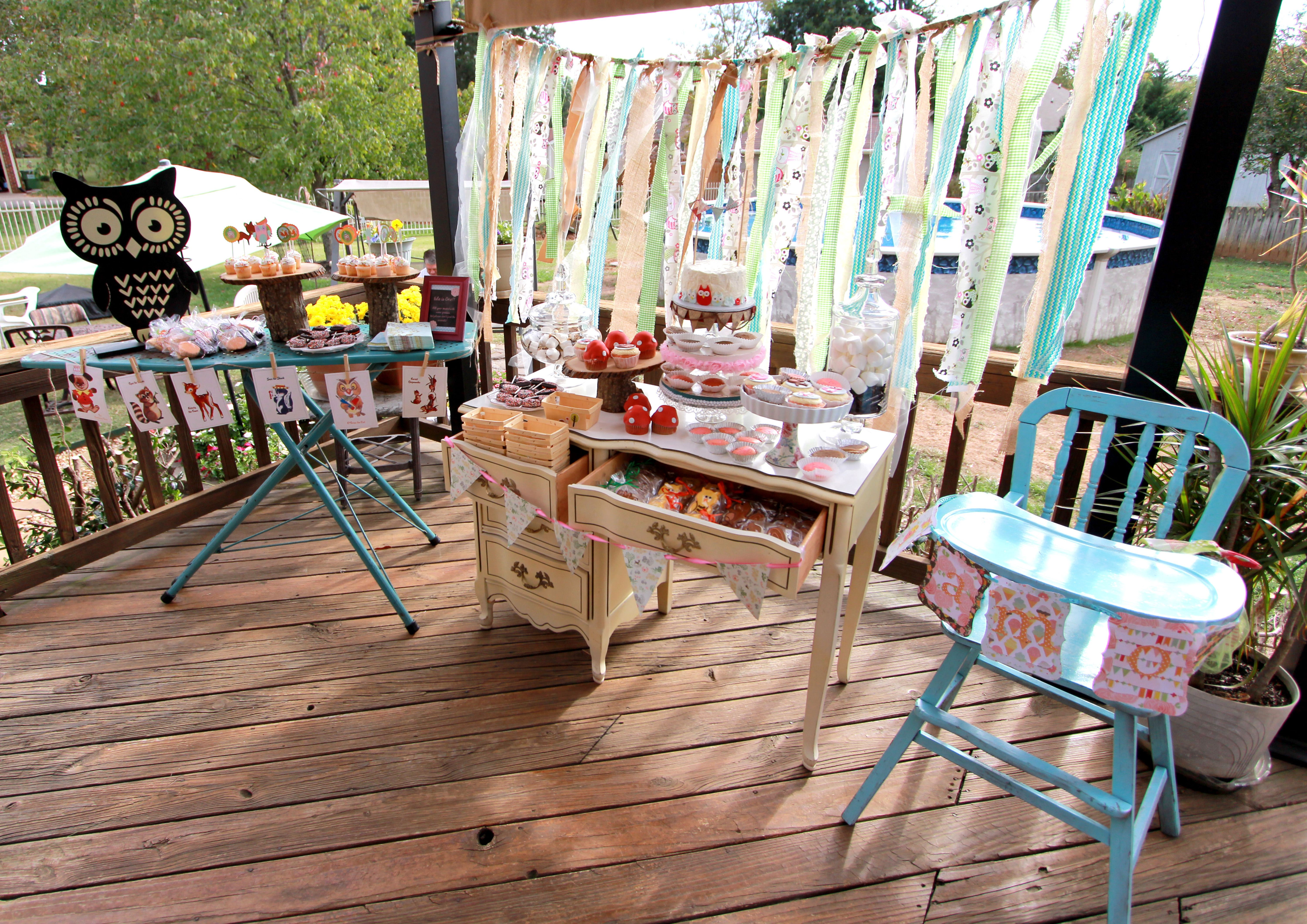 Cheerful Party Decorating Views On Wooden Floors Also Blue Folding Table Decor For Inspiring Outdoor