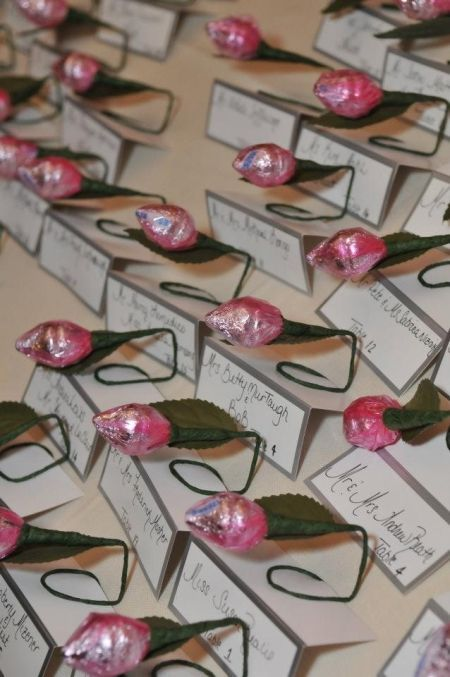 Hershey Kiss Rose Favor Place Cards See More Diy Wedding Favors At Www One Stop Party Ideas