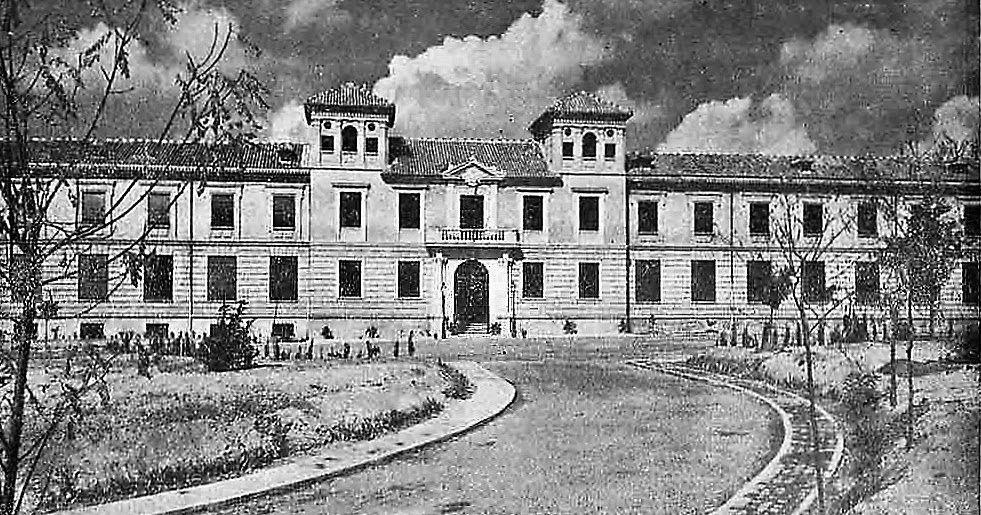 Hospital de La Virgen (1955) Actual Facultad de Bellas Artes.     Este edificio, obra del arquitecto Fernando Wihelmi Manzano, se comie...