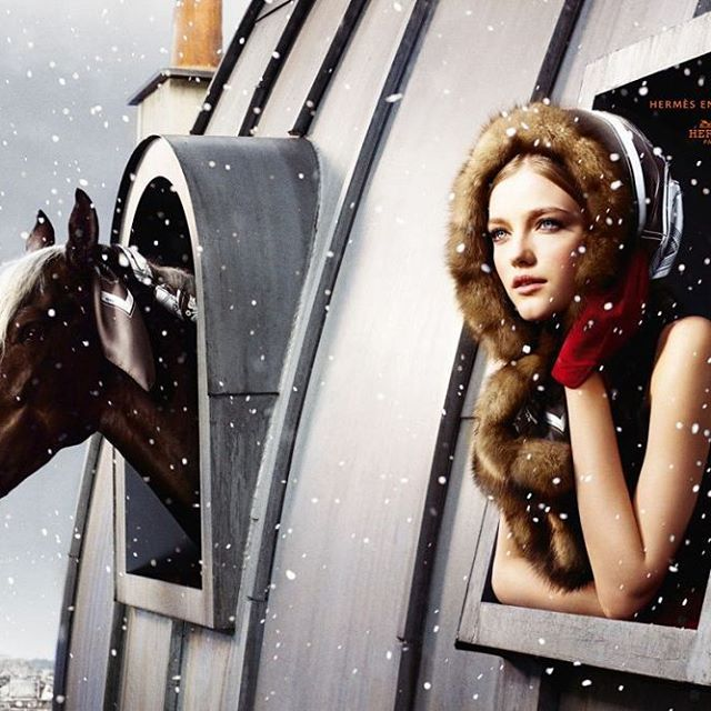 Timeless Hèrmes Ads or Arts? Read now on www.picnicmind.com #luxury #fashion #hermes #picnicmind #ads