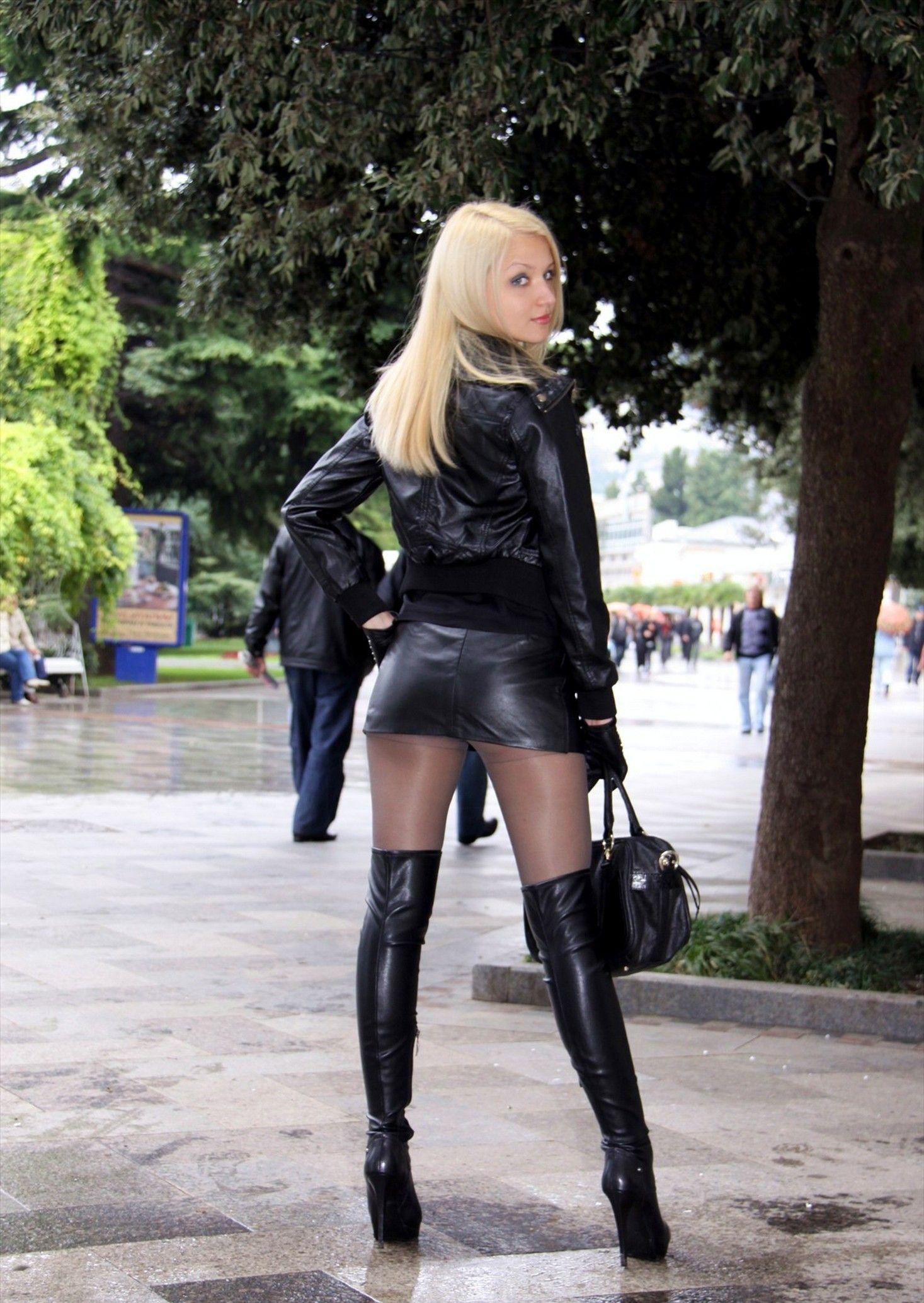 Transvestites in mini skirts