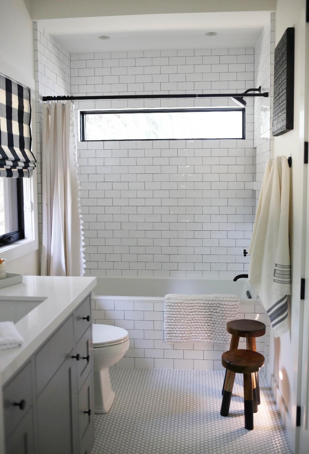 Black White Farmhouse Bathroom Styled By Kasey Bathroom Style Minimalist Small Bathrooms Small Bathroom Decor