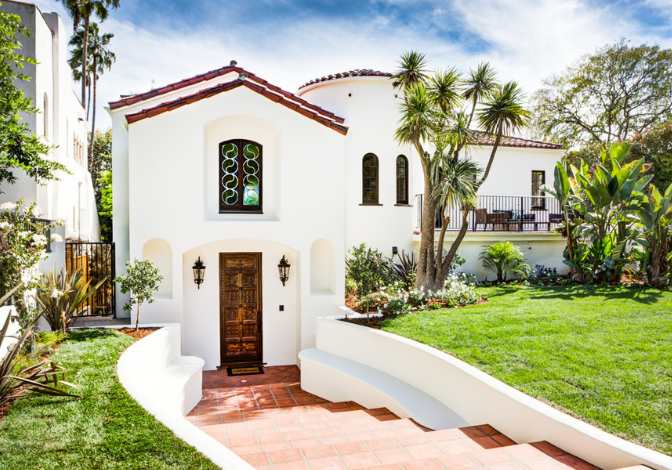 A Spanish Revival Style Home In Los Angeles California Mansions Mediterranean Mansion Spanish Revival Home