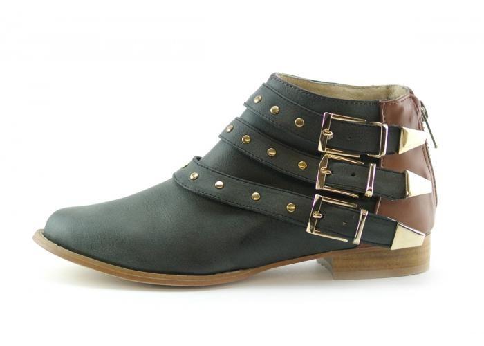 Estos botines de diseño para mujer de piel sintetica color negro con  correas metalicas marca OVEJA son muy rockeros. Deja de imitar el estilo de  Courtney ... 754dedb77d1e