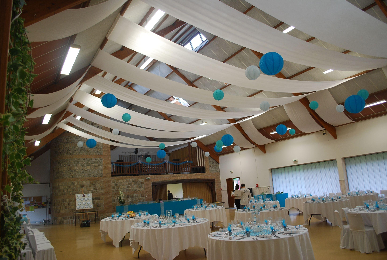 Decor Blanc Et Bleu Tentures De Plafond Et Lanternes A La