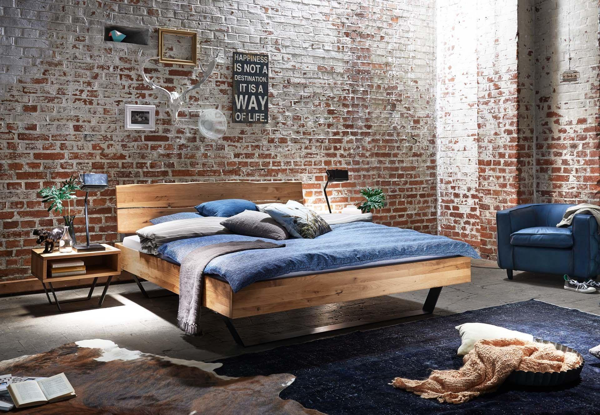 Massivholzbetten design  Bett Eiche massiv geölt mit Baumkante Massivholzbetten | Loft ...