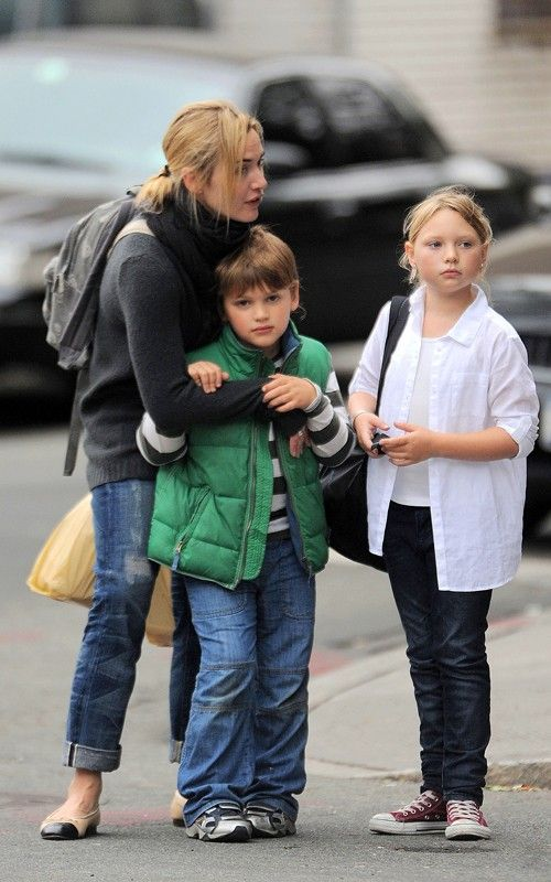 Kate Winslet With Her Kids Mia And John Kate Winslet Kids Kate Winslet Kate Winslet And Leonardo