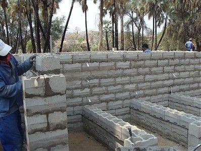 Stumbelbloc Concrete Is Poured Into Plastic Moulds To Form These Hollow Bricks That Fit Into Eachother Brick Molding Building Construction Concrete Blocks