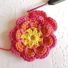 Crochet flower tutorial