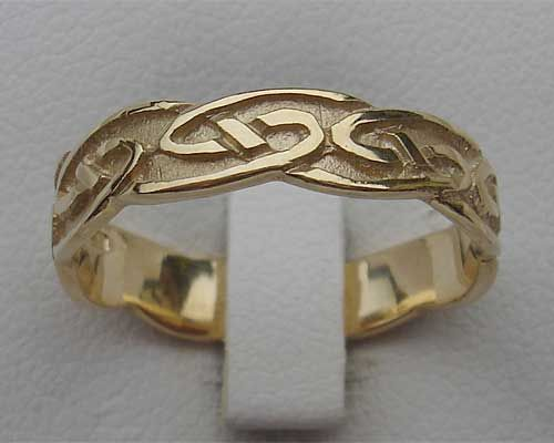 228797b61f335 Traditional Scottish Womens Wedding Ring : LOVE2HAVE in the UK ...