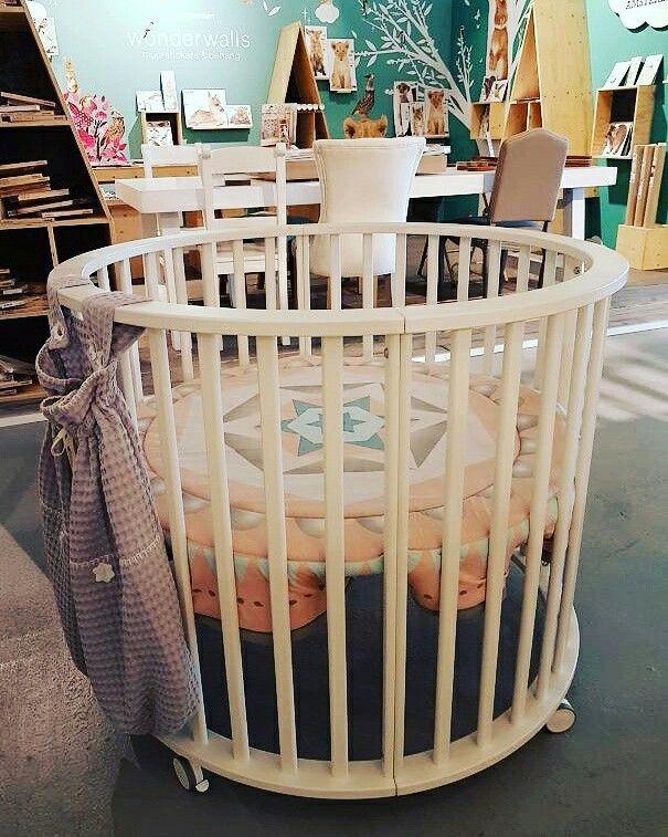 11 Tips Bij De Zoektocht Naar De Perfecte Box Voor Je Baby Box Baby Babybox Inrichting Kinderkamer Kinderkamer Inspiratie Kleine Woonkamer