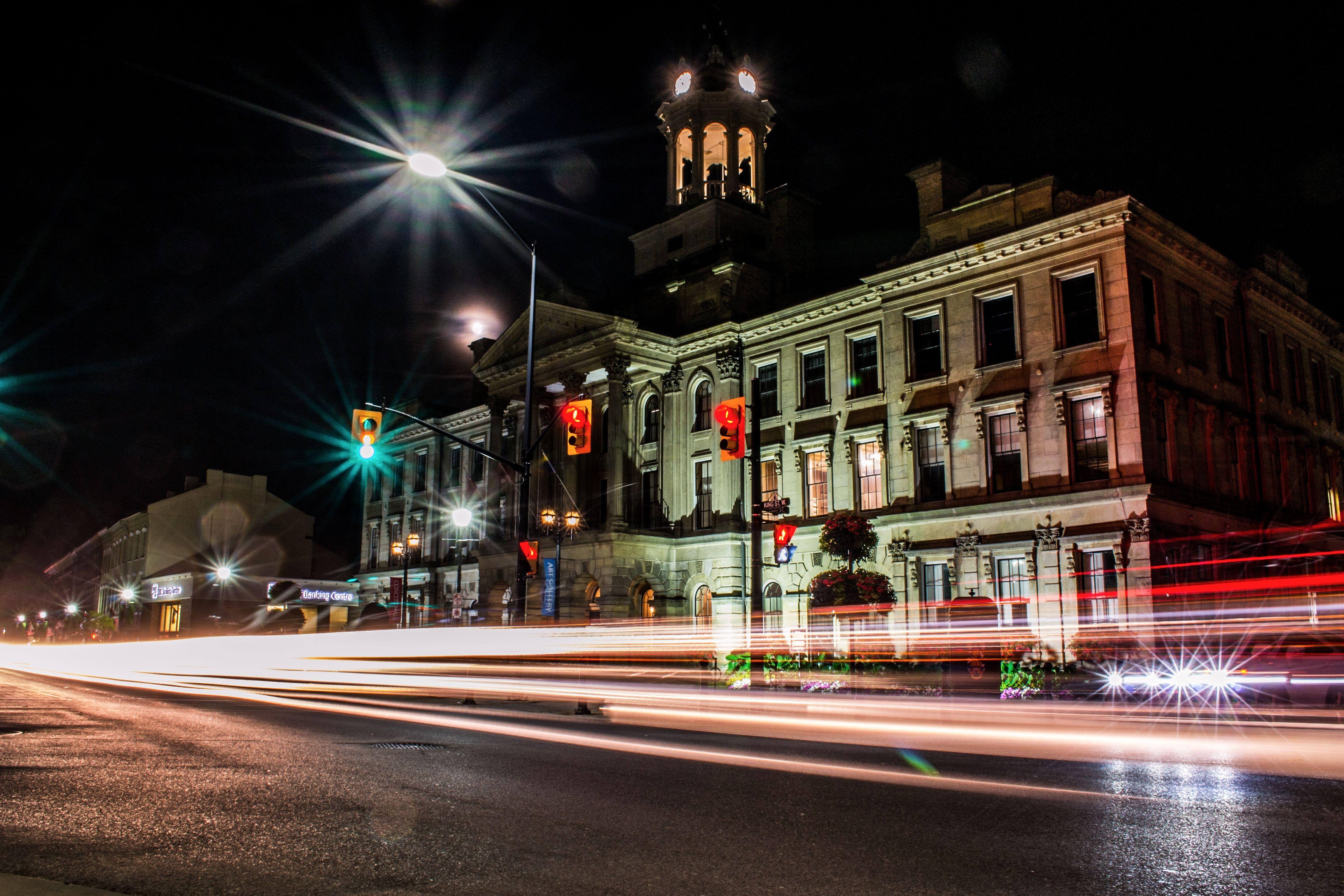 Long Exposure - Night photography - Light trails - City Hall