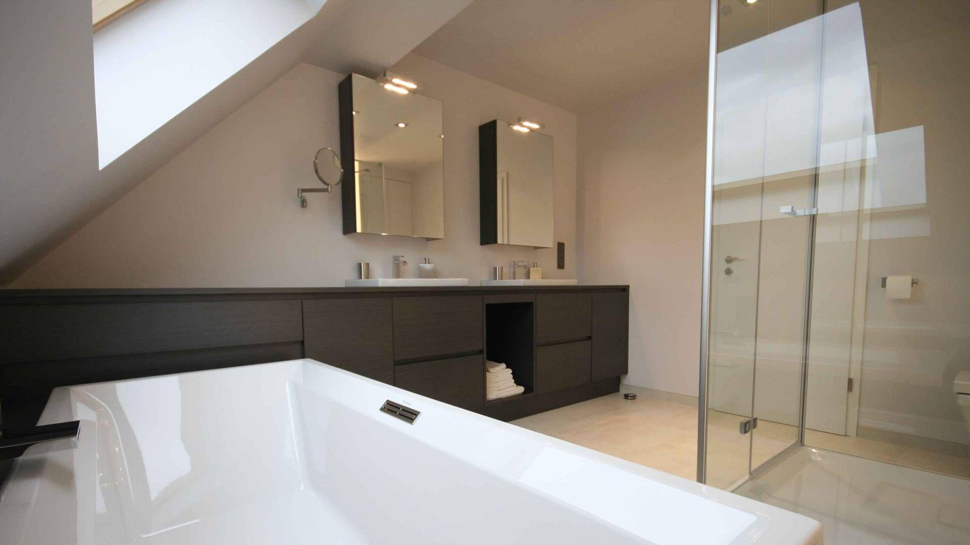 Badkamermeubel met bad geïntegreerd in meubel crivani bathroom
