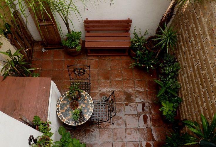 Patios interiores modernos peque os buscar con google - Decorar un patio interior ...