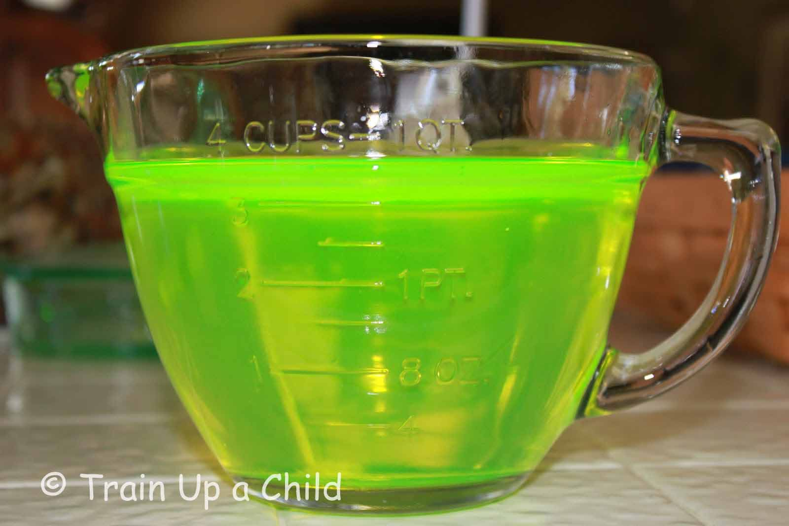 Glow in the dark water balloons - Train Up A Child How To Make Glow Water For Lots Of Things