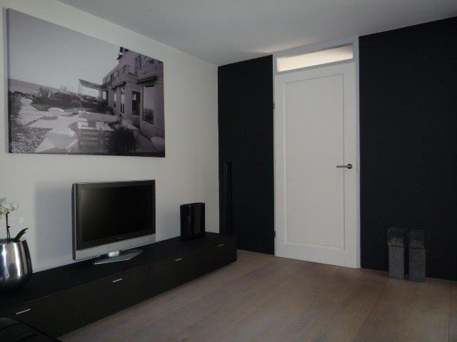 Woonkamer appartement centrum Alkmaar. Zwart wit in combinatie met ...