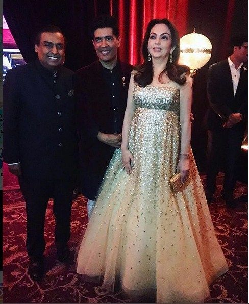 Neeta Ambani With Mukesh Ambani In A 50th Birthday Party Of Manish ...