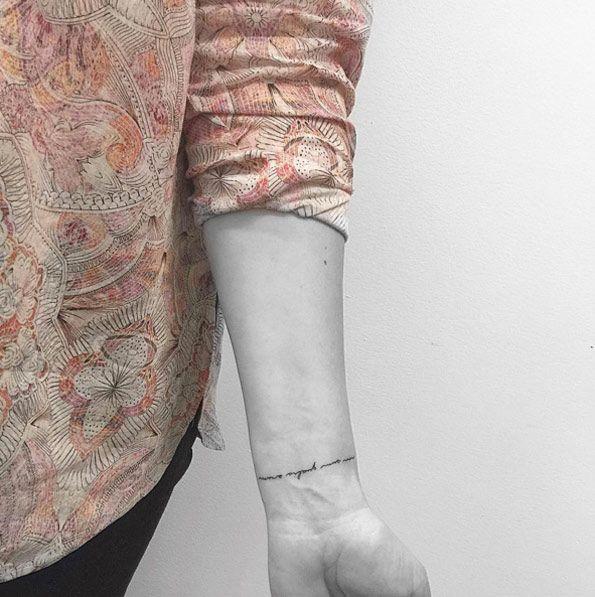 Text Bracelet Tattoo By Jon Boy Naam Tatoeages Jongen Kleine