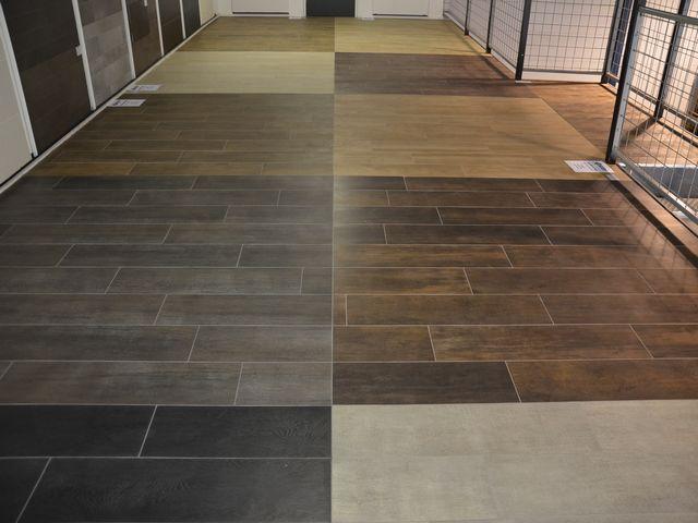 Het tegelplein houtlook tegels altijd al een houten vloer mooi gevonden maar ik heb liever een - Mooie eigentijdse badkamer ...