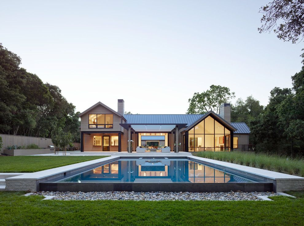 20 Sensational Farmhouse Swimming Pool Designs You Must