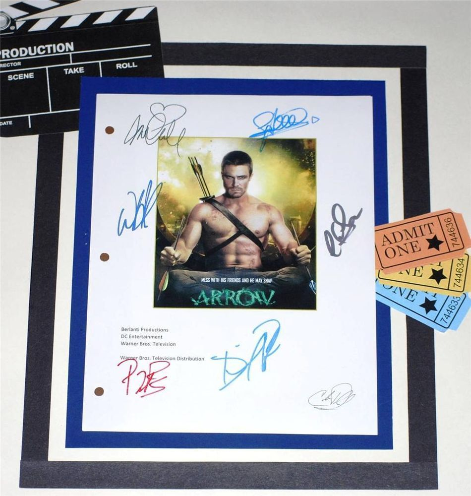 ARROW T.V. SCRIPT SIGNED STEPHEN AMELL KATIE CASSIDY COLIN