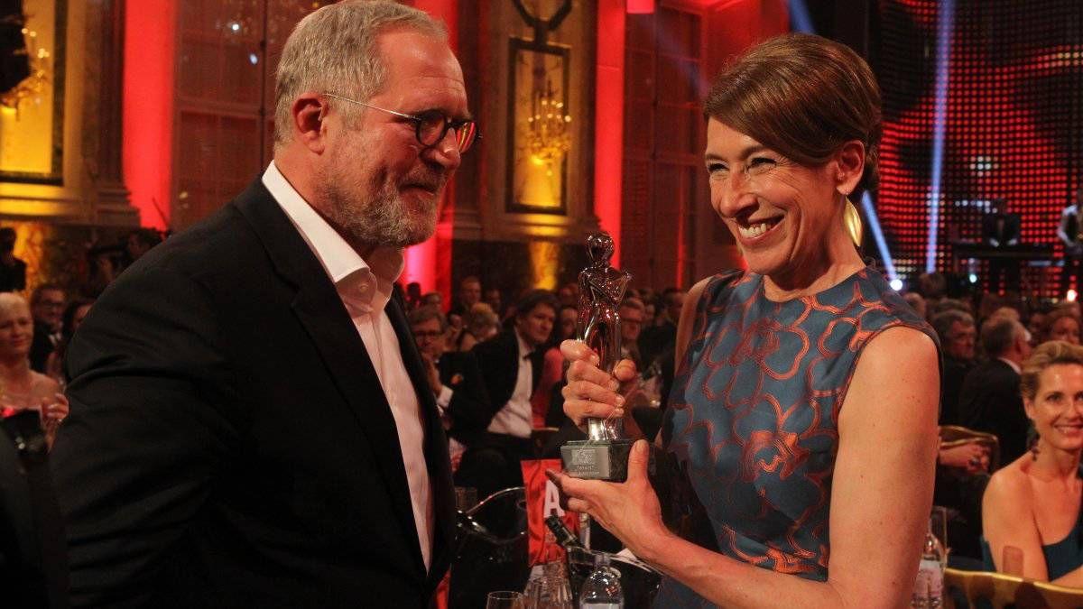 Adele Neuhauser Und Harald Krassnitzer Mit Der Jubilaums Romy Fur